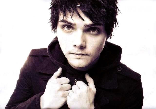 Adorable-3-gerard-way-3022650-640-449